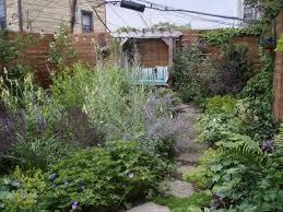 Small Backyard Garden Design by Best 20 Small City Garden Ideas On Pinterest Small Garden