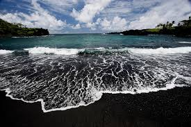 black sand beach hawaii black sand beach paradis