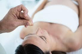 bébé siège acupuncture l acupuncture pour les femmes enceintes parents fr