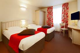 chambre familiale disneyland hotel hôtel confort kyriad à disneyland kyriad