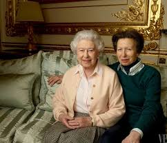 leibovitz s intimate portraits of elizabeth ii and the