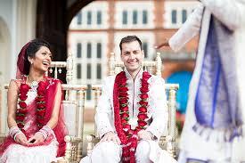 indian wedding garlands hema and adam s wedding helen maybanks photography