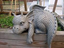 statues de jardin en pierre statue de jardin en forme de dragon pour bordure gauche amazon fr