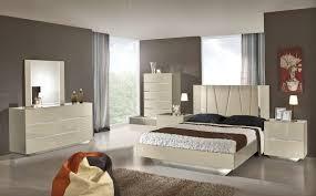 Italian Modern Bedroom Furniture by Luxor Modern Beige Lacquer Italian Bedroom Set