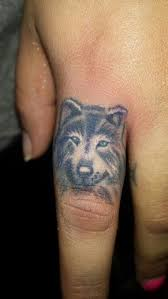 simple black and white wolf on finger tattoomagz