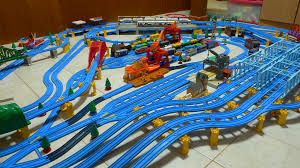layout ultimate 2006 tomy trains and layouts four track layout