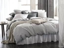 chambre a decorer chambre a decorer multipliez les coussins sur votre lit rcw