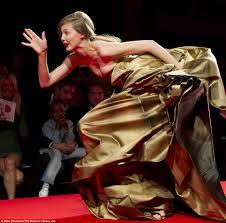 Hit The Floor Runway Walk - model tumbles on runway at thakoon u0027s new york fashion week show
