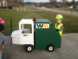 so a kid in my neighborhood dressed up as a garbage man boys