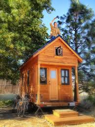 harvard students build a tiny off grid home powered by the idolza