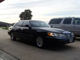 Old Lincoln Town Car 2002 Lincoln Town Car Information And Photos Zombiedrive
