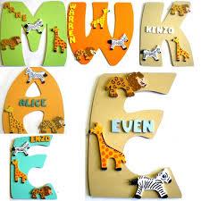 lettres pour chambre bébé plaques de porte et lettres en bois thème animaux de la savane