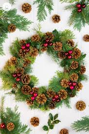 3 pinecone wreath ideas classic icy gold country hill