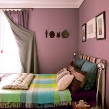 chambre violet et beige un appartement parisien haut en couleurs poussière chambre mauve