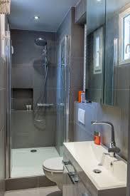 salle de bain italienne petite surface les 25 meilleures idées de la catégorie petites salles d u0027eau sur