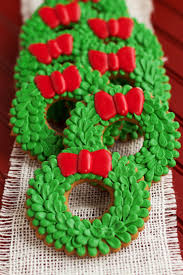 Decorating With Royal Icing Christmas Wreath Cookies The Bearfoot Baker