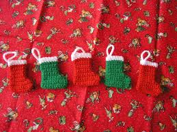 the striped deckchair crochet pattern for a mini christmas