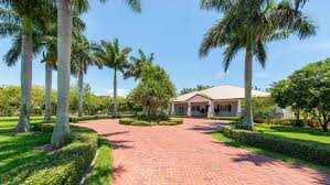 florida plantation style home on nearly 5 acres within 20 mins