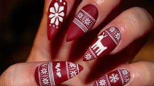 29 easy winter and christmas nail ideas reindeer accents and