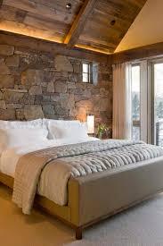 chambre en bois l esprit montagne reflété dans une chambre rustique design feria