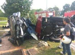 kereta mewah sayu kemalangan ngeri dua kereta mewah nahie maut tersepit