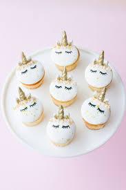 How To Decorate Birthday Cake Best 25 Creative Cake Decorating Ideas On Pinterest Brushstroke