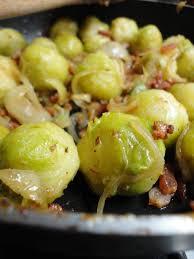 cuisiner choux de bruxelles frais poêlée de choux de bruxelles aux lardons et oignons alinecuisine
