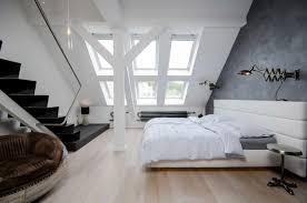 peinture chambre sous pente idée aménagement chambre mansardée merveilleux peinture chambre sous