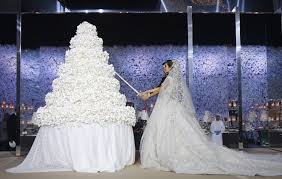 18 wedding cakes your guests will remember preowned wedding dresses
