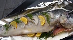 cuisiner un saumon entier saumon entier rôti à la bergamote et aux herbes de vivre