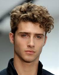 coupe de cheveux homme fris 63 astuces pour les hommes avec des cheveux frisés cheveux