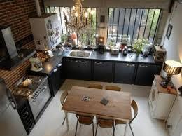 cuisine au milieu de la cuisine ouverte conviviale et fonctionnelle pour la maison moderne