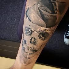 light shade 3d skull on arm