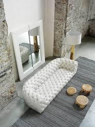 canapé chesterfield cuir blanc le canapé capitonné en 40 photos pleines d idées