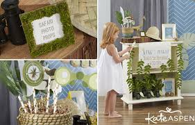 themed photo booth throw a king of the jungle themed birthday party