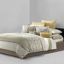 Amazon King Comforter Sets Amazon Com N Natori Fretwork Comforter Set Queen Multicolored