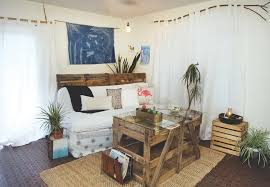 Shipping Crate Coffee Table - repurposing pallets and other found objects at the peace nest