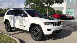 jeep grand cherokee trailhawk grey 2017 jeep grand cherokee trailhawk air suspension in action youtube