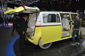 i d buzz concept makes its world debut in detroit myautoworld com