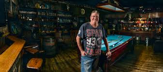 ultimate man cave mick and the ultimate man cave men and their sheds author craig