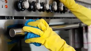 küche putzen küchenfronten reinigen bis alles glänzt