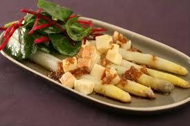cuisiner asperges fraiches recette de asperges blanches à la ciboulette et à l échalote