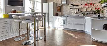 cuisine plancher bois choisir le bon type de plancher en bois pour votre cuisine
