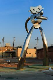 Bright Lights Fort Worth Dallas U0027 Traveling Man Sculpture In Deep Ellum Art Pinterest