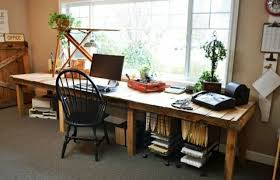 bureau pratique et design bureau de travail en bois palettes pratique ideeco
