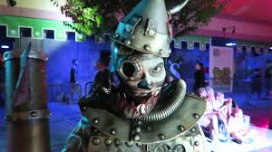 what time does halloween horror nights close tonight another scary fun night at halloween horror nights universal