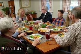 saturday night live thanksgiving skit wolf blitzer moderates awkward thanksgiving conversations time com