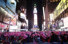2000 new years thousands in times square to secure their spot for new years