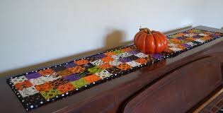 halloween table cloth porch swing quilts monday finish halloween table runner