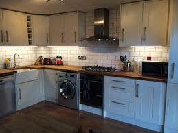 wickes tiverton bone kitchen with white ceramic bevelled subway